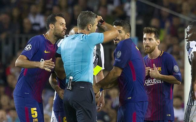 Nguoi cu Real gio 'ngon tay thoi' voi khan gia Barca hinh anh 2