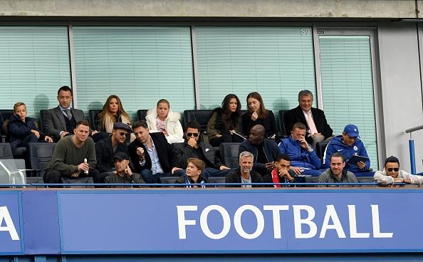 Dan khach VIP chung kien Chelsea va Arsenal cam chan nhau hinh anh 6