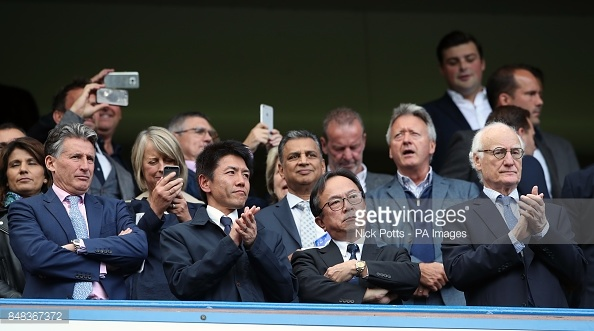 Dan khach VIP chung kien Chelsea va Arsenal cam chan nhau hinh anh 1