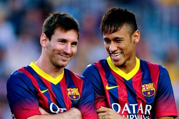 Messi trao qua bong cho Neymar sut phat den hinh anh
