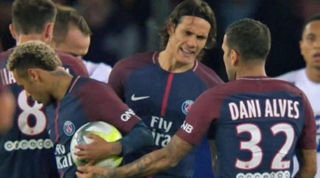 Forlan che Dani Alves bam vay Neymar hinh anh 1