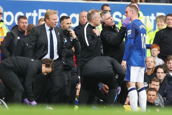 Rooney chay mau mat dam dia sau pha thuc cui cho cua doi thu hinh anh 5