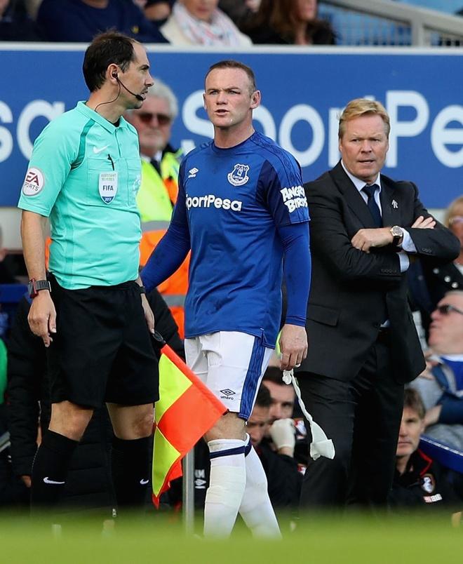 Rooney chay mau mat dam dia sau pha thuc cui cho cua doi thu hinh anh 8