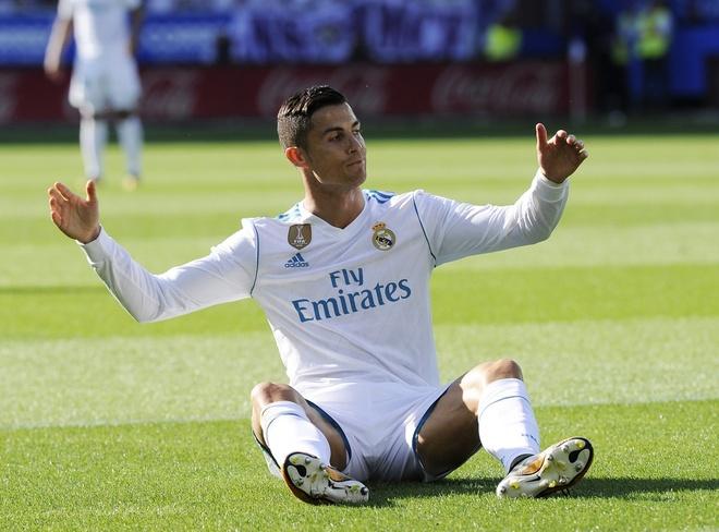 Ronaldo an va khi giup doi nha chong phat goc hinh anh
