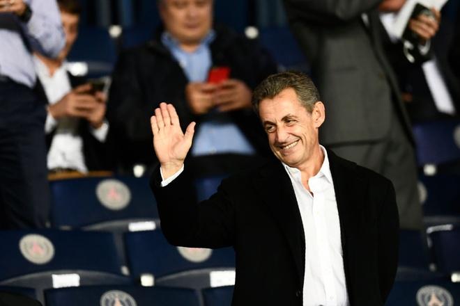 Hai cuu tong thong Phap chung kien PSG 'huy diet' Bayern hinh anh 3