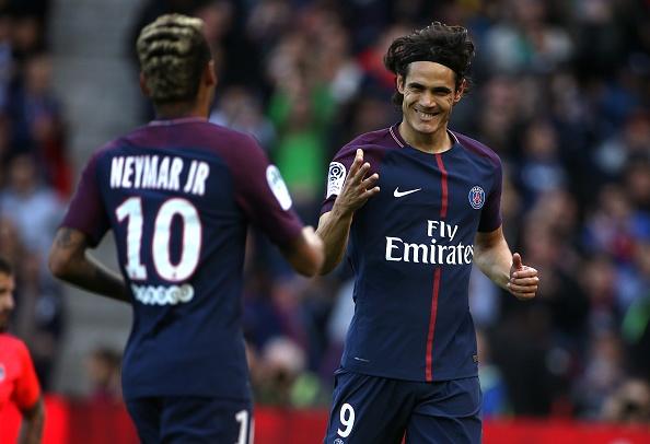 Fan PSG huyt sao phan doi Neymar, doi tra penalty cho Cavani hinh anh 1