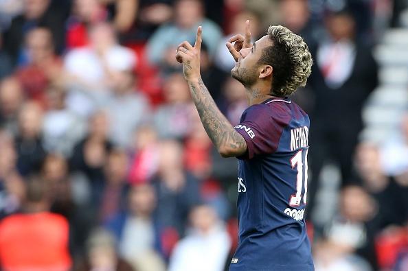 Fan PSG huyt sao phan doi Neymar, doi tra penalty cho Cavani hinh anh 3