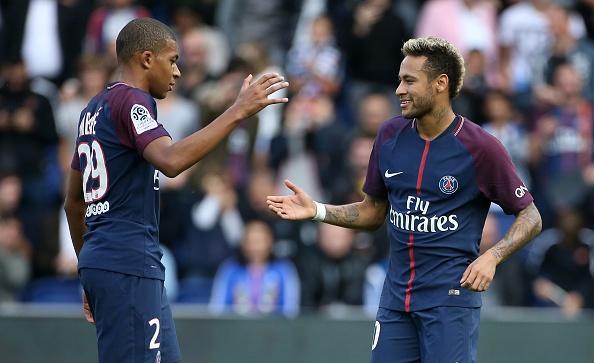 Fan PSG huyt sao phan doi Neymar, doi tra penalty cho Cavani hinh anh 6