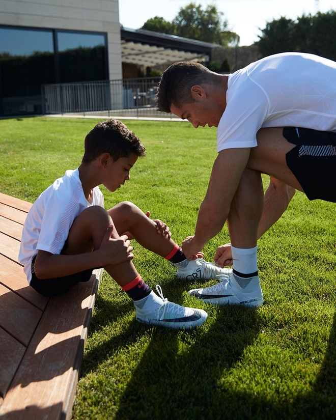 Ronaldo gui QBV di dau gia vi muc dich cao ca hinh anh 9