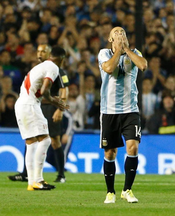 Kich ban khien Messi va dong doi o nha xem World Cup hinh anh 8
