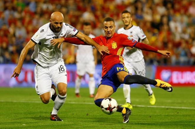 Sao Real ruc sang giup Tay Ban Nha doat ve di World Cup hinh anh 4