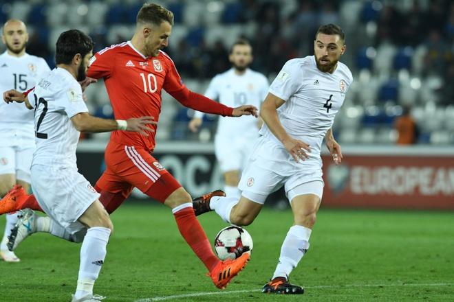 Serbia thua dau, Bale va dong doi song lai hy vong nhat bang hinh anh 3