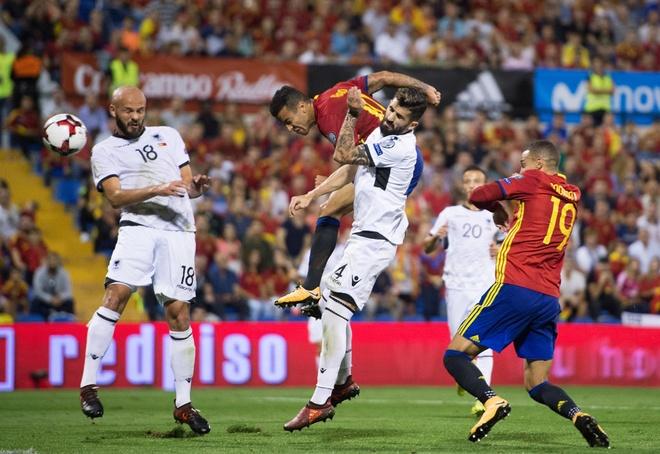Sao Real ruc sang giup Tay Ban Nha doat ve di World Cup hinh anh 7