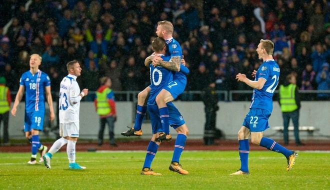 Iceland vo oa hanh phuc voi tam ve World Cup dau tien trong lich su hinh anh 3