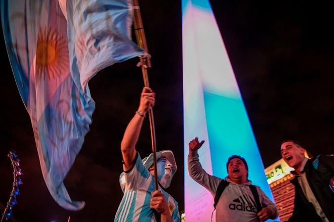 Messi giup Argentina gianh ve du World Cup anh 7