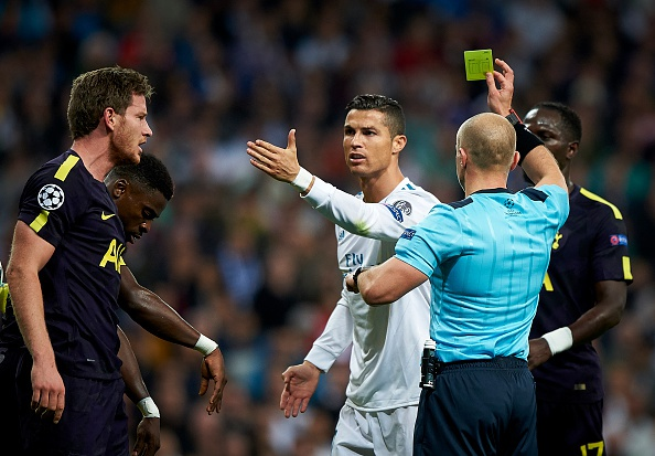 Dui dau Vertonghen, Ronaldo bi trung phat hinh anh