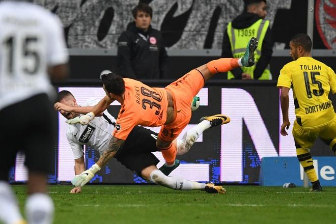 Dortmund chiu hat-trick ket qua toi te chi trong 1 tuan hinh anh 4