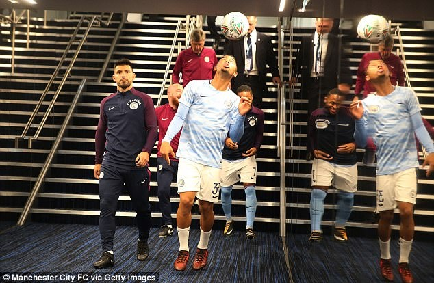Man xanh tit ngoi, Guardiola do loi cho qua bong hinh anh 5