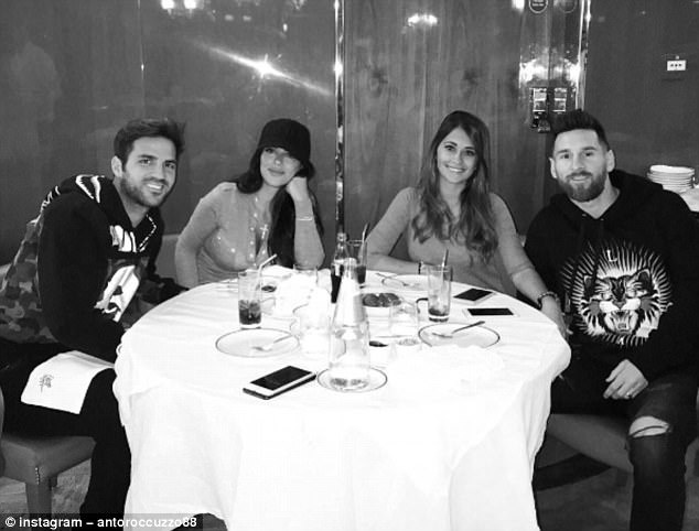Messi va Ramos cung di an o London sau gala 'The Best' hinh anh 1