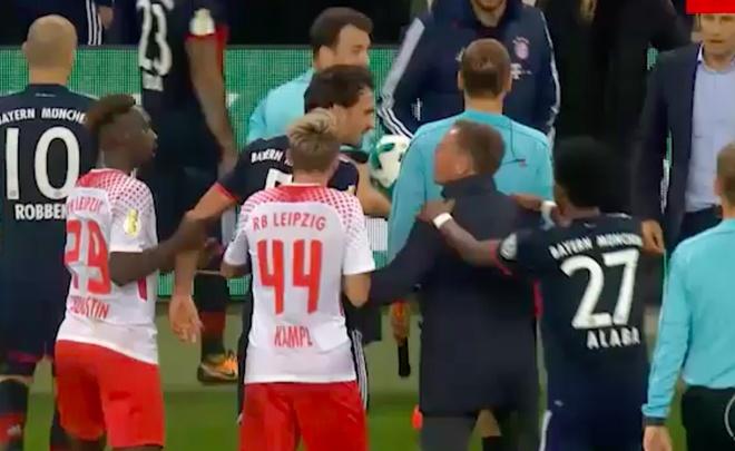 Quan chuc Leipzig va trung ve Hummels suyt danh nhau vi doan video hinh anh 4