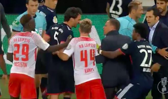 Quan chuc Leipzig va trung ve Hummels suyt danh nhau vi doan video hinh anh 5