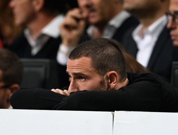 Bonucci than tho nhin Higuain lap cu dup nhan chim AC Milan hinh anh 10