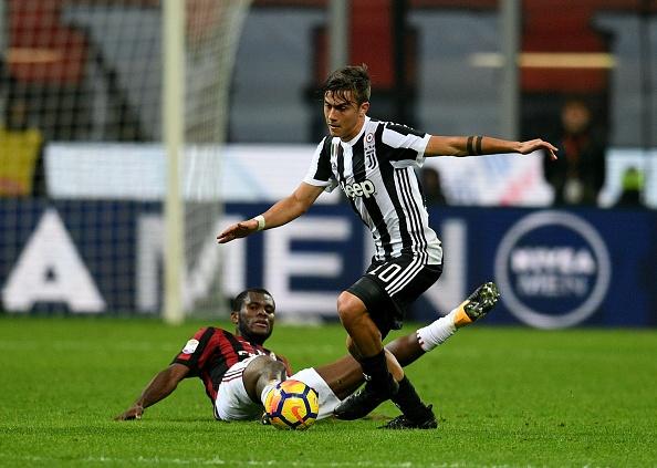 Bonucci than tho nhin Higuain lap cu dup nhan chim AC Milan hinh anh 2