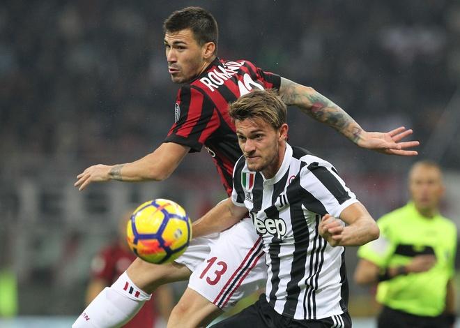 Bonucci than tho nhin Higuain lap cu dup nhan chim AC Milan hinh anh 8