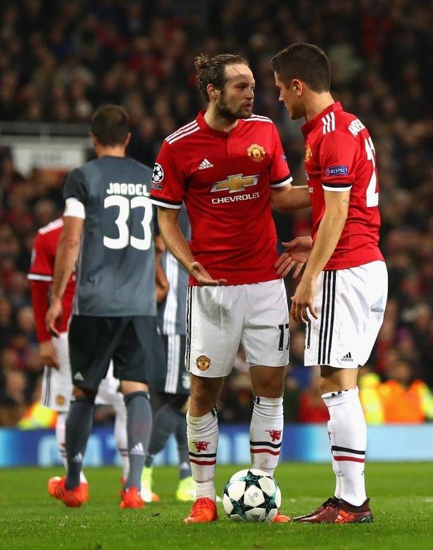 Mourinho ngan Lukaku da phat den, trao lai cho Blind hinh anh 2