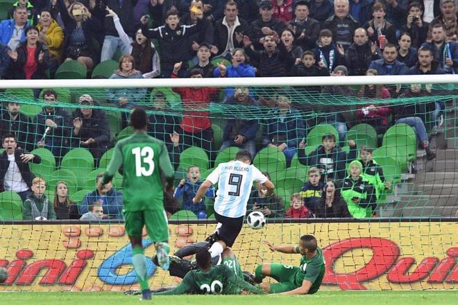 Vang Messi, Argentina tham bai duoi tay Nigeria hinh anh 4