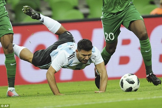 Vang Messi, Argentina tham bai duoi tay Nigeria hinh anh 5