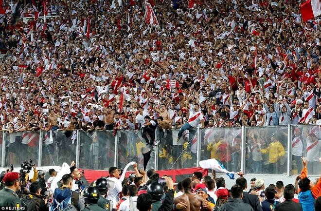 Peru vo oa hanh phuc sau 35 nam cho doi ve World Cup hinh anh 1
