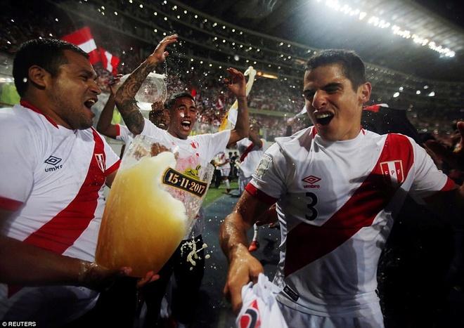 Peru vo oa hanh phuc sau 35 nam cho doi ve World Cup hinh anh 3