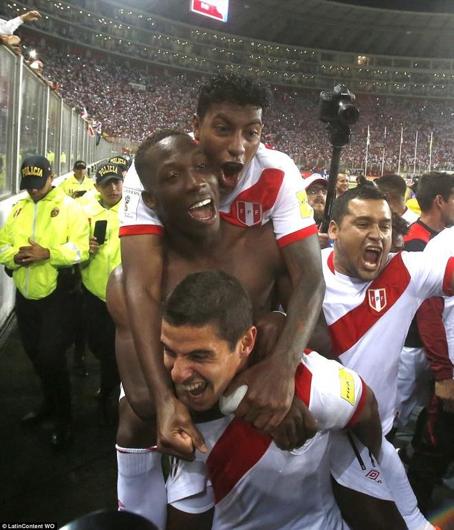 Peru vo oa hanh phuc sau 35 nam cho doi ve World Cup hinh anh 5