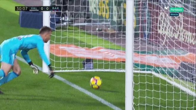 Xe tang Barca dut xich o Valencia, 'ngu ong' Real dac loi hinh anh 3