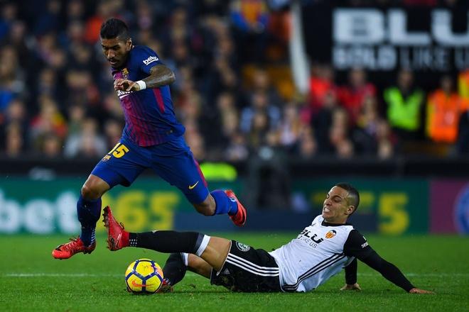 Xe tang Barca dut xich o Valencia, 'ngu ong' Real dac loi hinh anh 1