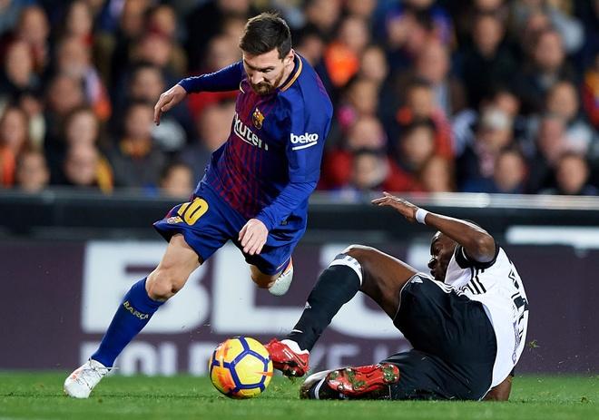 Xe tang Barca dut xich o Valencia, 'ngu ong' Real dac loi hinh anh 2