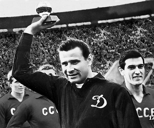'Nhen den' vi dai Lev Yashin tren poster World Cup 2018 vua ra mat hinh anh 7