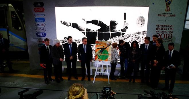 'Nhen den' vi dai Lev Yashin tren poster World Cup 2018 vua ra mat hinh anh 3
