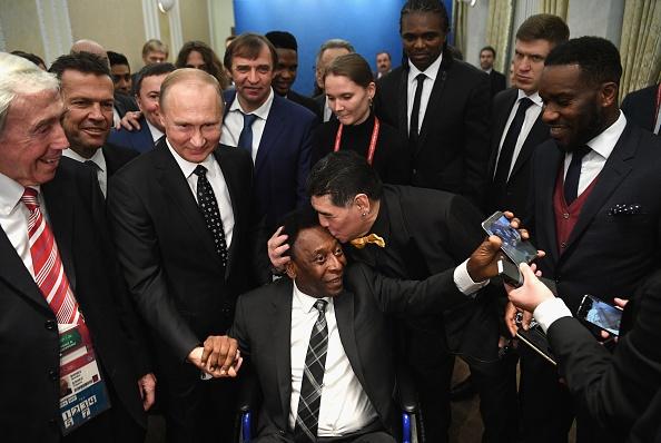 Tong thong Putin chung kien Maradona hon tran Pele o le boc tham hinh anh 1