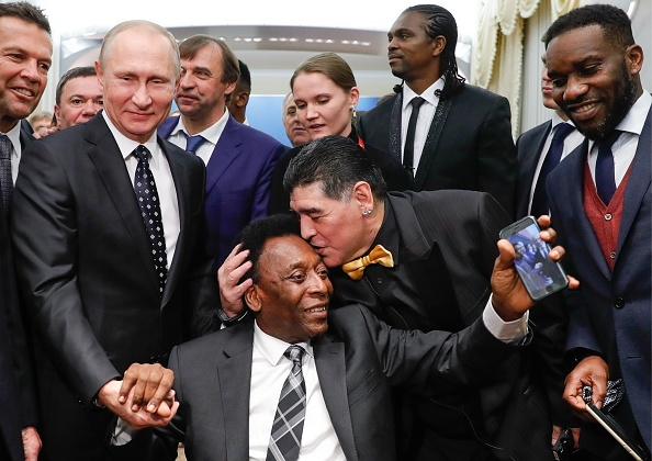 Tong thong Putin chung kien Maradona hon tran Pele o le boc tham hinh anh
