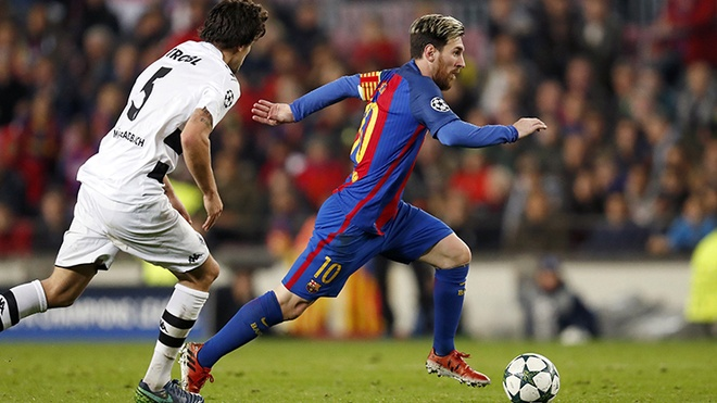 Nhung pha re bong cua Messi khien doi thu nga nhao trong nam 2017 hinh anh