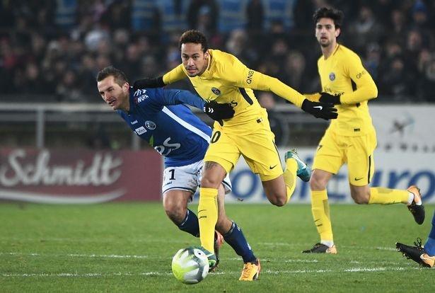 Doi thu doa chem chan Neymar sau tran thua cua PSG hinh anh