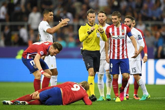 Trong tai tot nhat the gioi bo viec Ngoai hang Anh vi Mourinho hinh anh 2