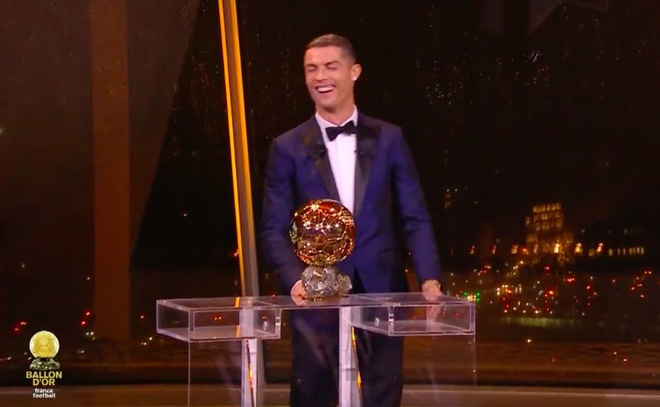 Ronaldo gianh qua bong vang 2017 anh 1