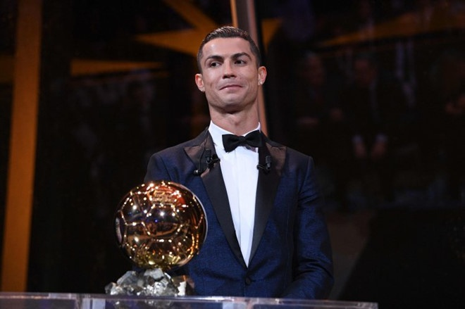 Phe cua Messi cay cu khi Ronaldo gianh qua bong vang hinh anh