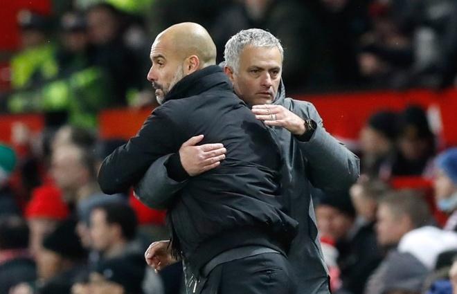 Mourinho to Man City toan thang nho an may va trong tai hinh anh