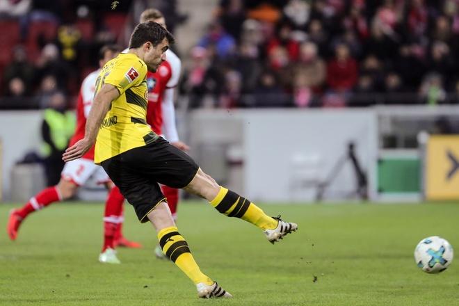Dortmund cat chuoi 12 tran khong thang ngay sau sa thai HLV hinh anh 4