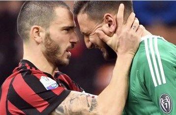 Donnarumma roi nuoc mat vi bi fan Milan si nhuc hinh anh
