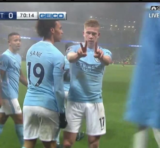 Cau thu Man City hat bai gieu nhai Man Utd hinh anh 2